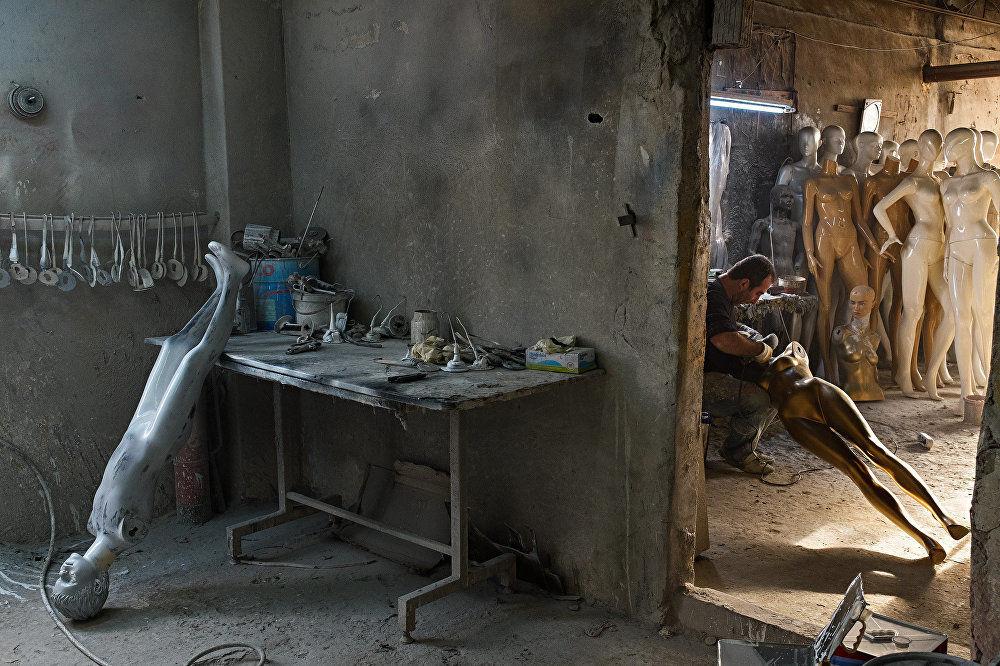 波兰摄影师斯捷潘·鲁季克作品,出自《伊斯坦布尔人体模型制作》系列