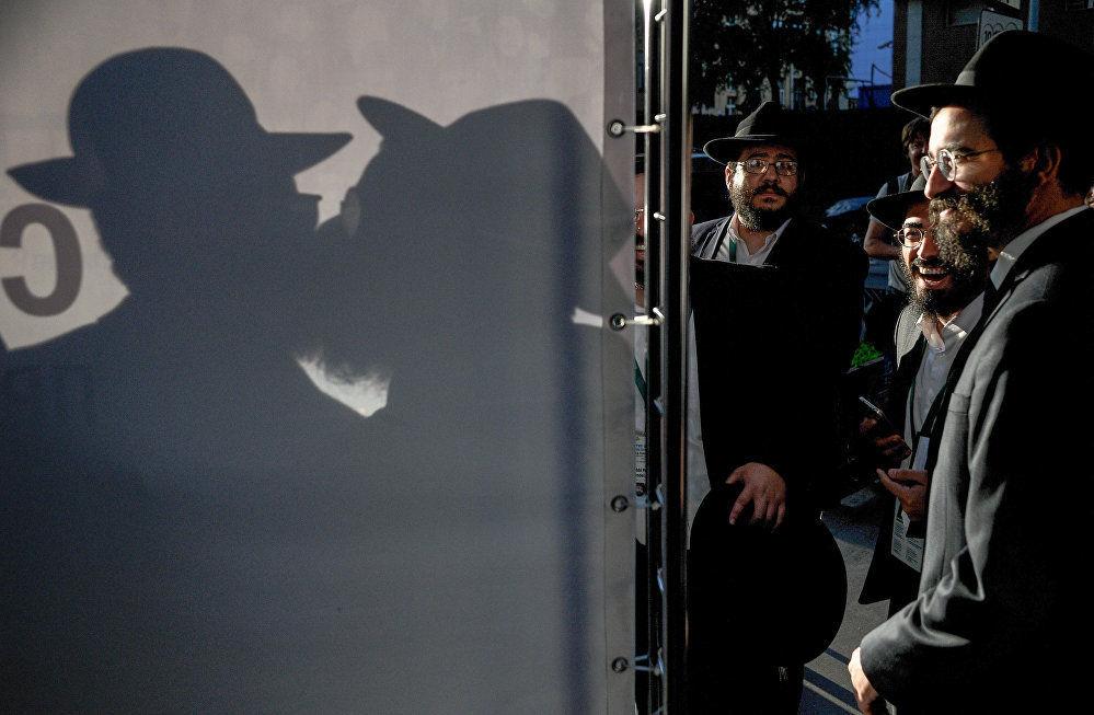 俄罗斯摄影师克里斯季娜·科尔米利岑娜作品《犹太法学博士》