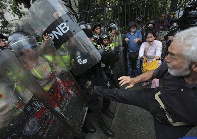 专家称委内瑞拉公投是反对派试图再次分裂该国