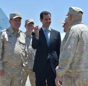 叙总统阿萨德访问赫梅米姆空军基地