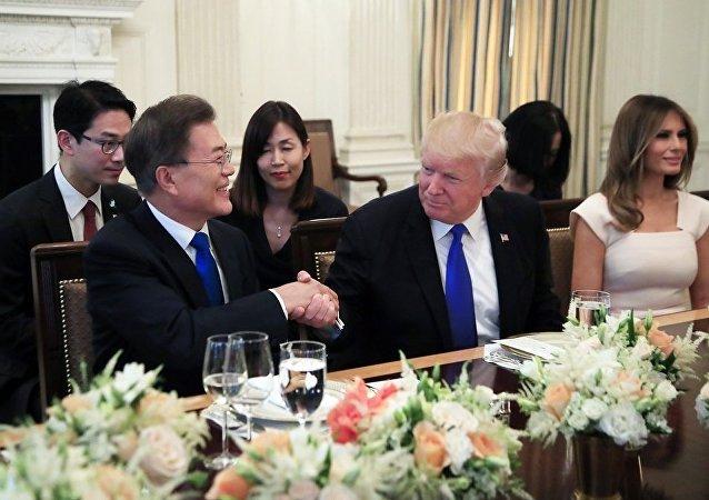特朗普同韩国总统讨论朝鲜局势