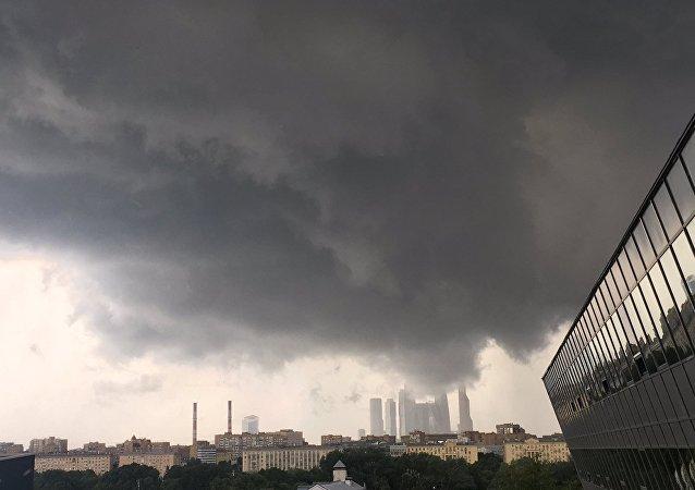 因莫斯科暴雨38架客机飞往后备机场降落