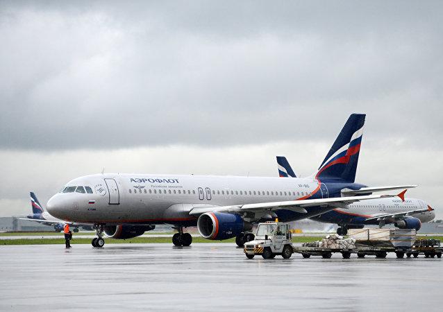俄外交部不排除俄美继续无航空交通往来的可能性