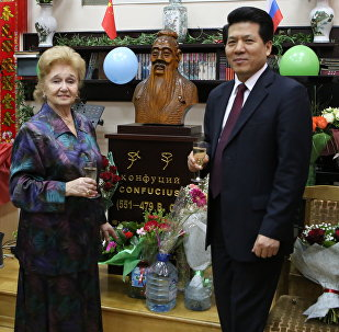 李辉大使向库里科娃祝贺80岁生日