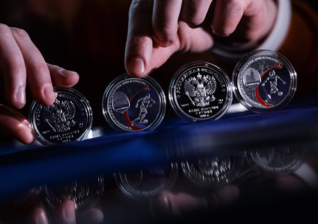 俄央行发行2018世界杯足球赛纪念币