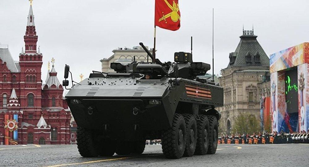 """俄""""回旋镖""""装甲车"""