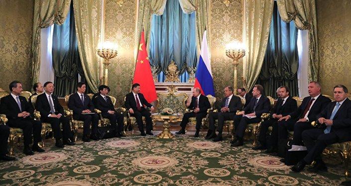 普京正与习近平在莫斯科举行会见