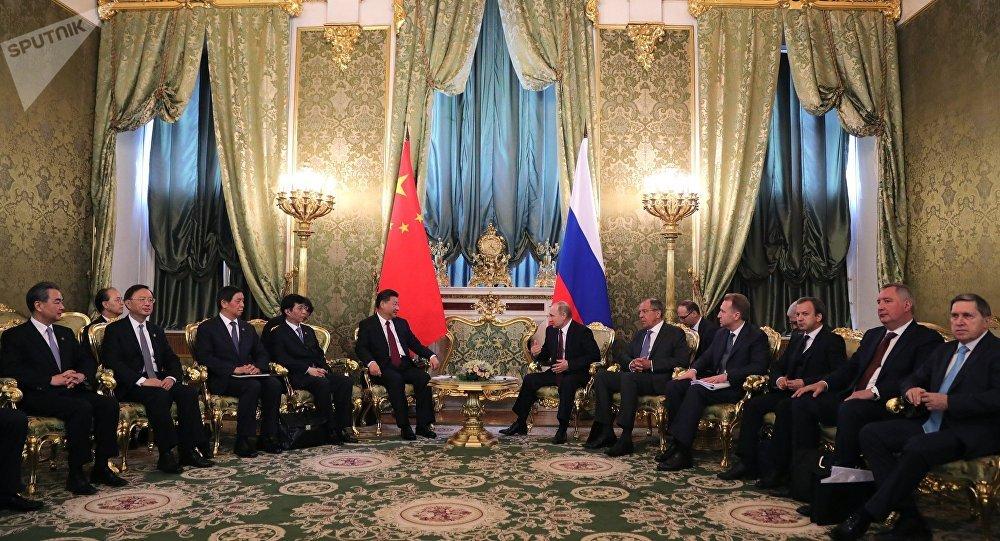 俄总统:俄中经济合作问题是关注重点