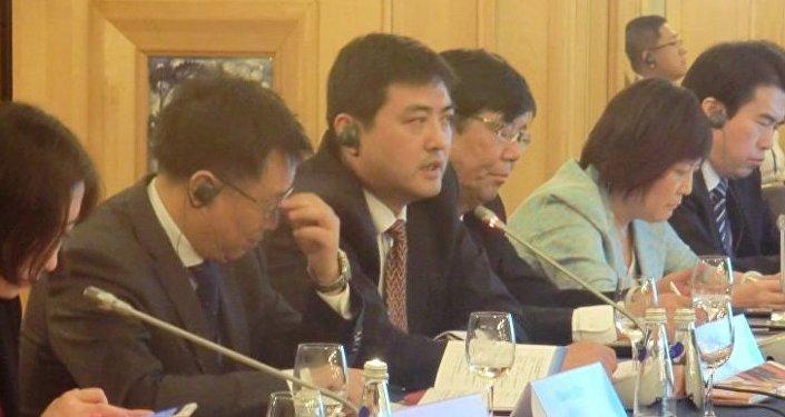 中国中央电视台体育频道副总监李岳(左三)
