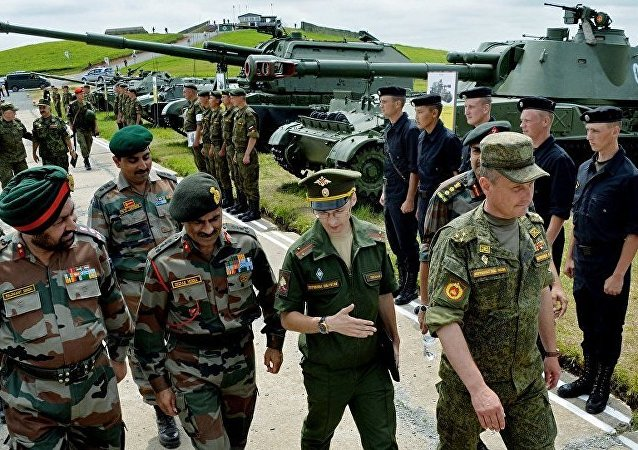 """印度代表团在筹备""""因德拉-2017""""军演期间参观俄太平洋舰队靶场"""