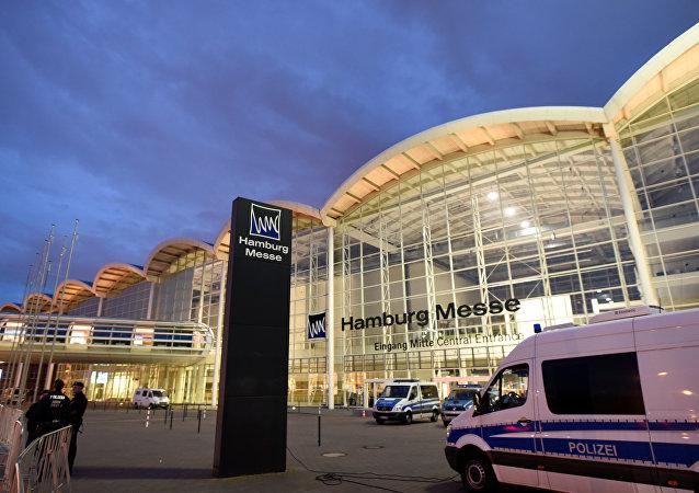 德国警方:在汉堡上空警用直升机遭到信号弹袭击