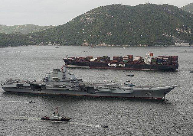 华媒:辽宁舰今晨抵香港