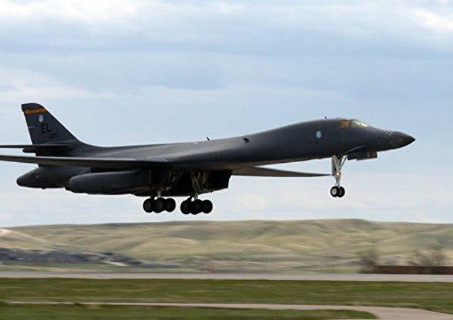 美国轰炸机飞越中国南海