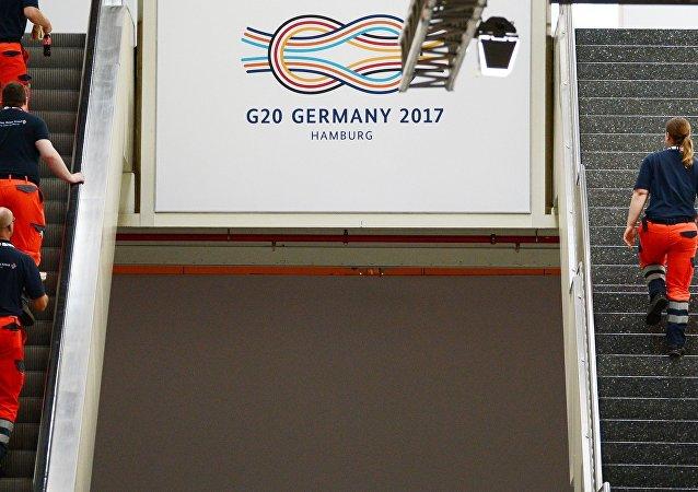 G20峰会主办城市百余警员在与抗议者的冲突中受伤