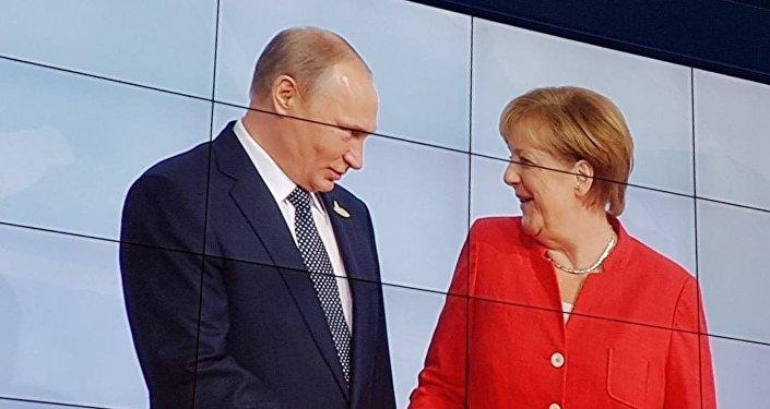 普京祝贺默克尔赢得德国联邦议院选举