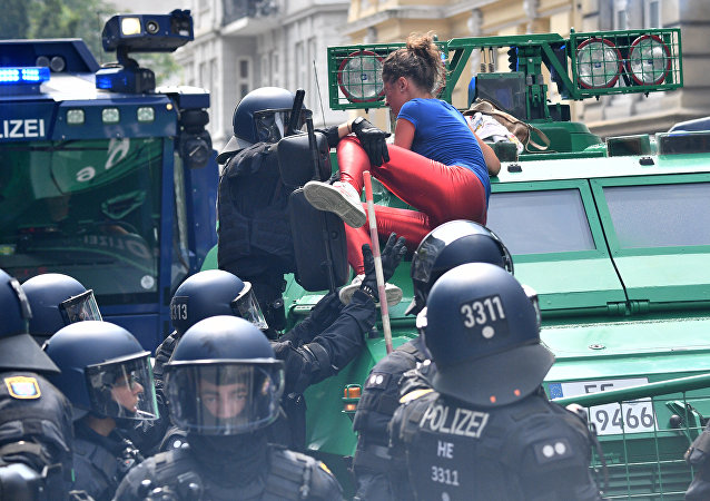 汉堡警方未证实有关普京下榻的酒店遭到攻击的消息