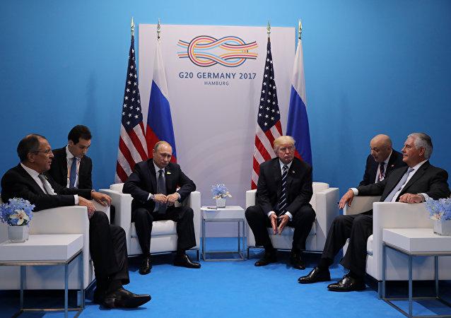 美国务卿:俄干预美国选举的话题是两国关系改善的障碍