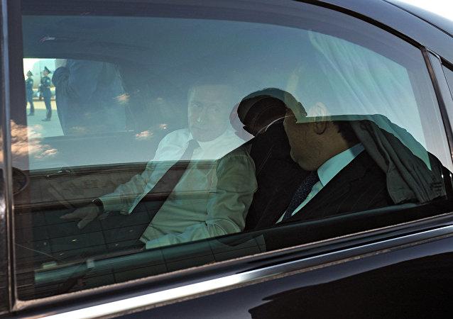 普京称在圣彼得堡市政府工作期间经常乘坐日产汽车出行