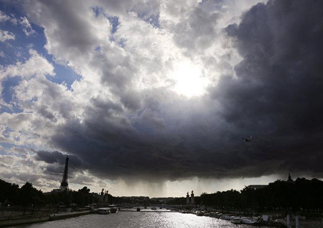 巴黎遭强降雨