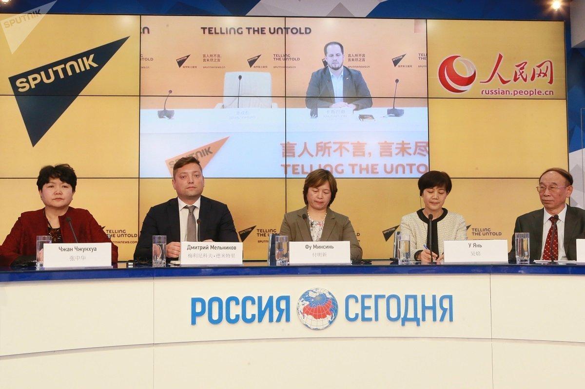 """""""镜头下的俄罗斯和中国""""摄影比赛获奖者在莫斯科授奖 /"""