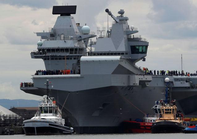媒体:英国最大的航母开始服役两周后漏水