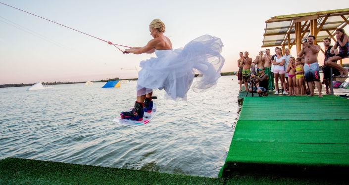 匈牙利摄影师Beli Balazs作品《Wakewedding》