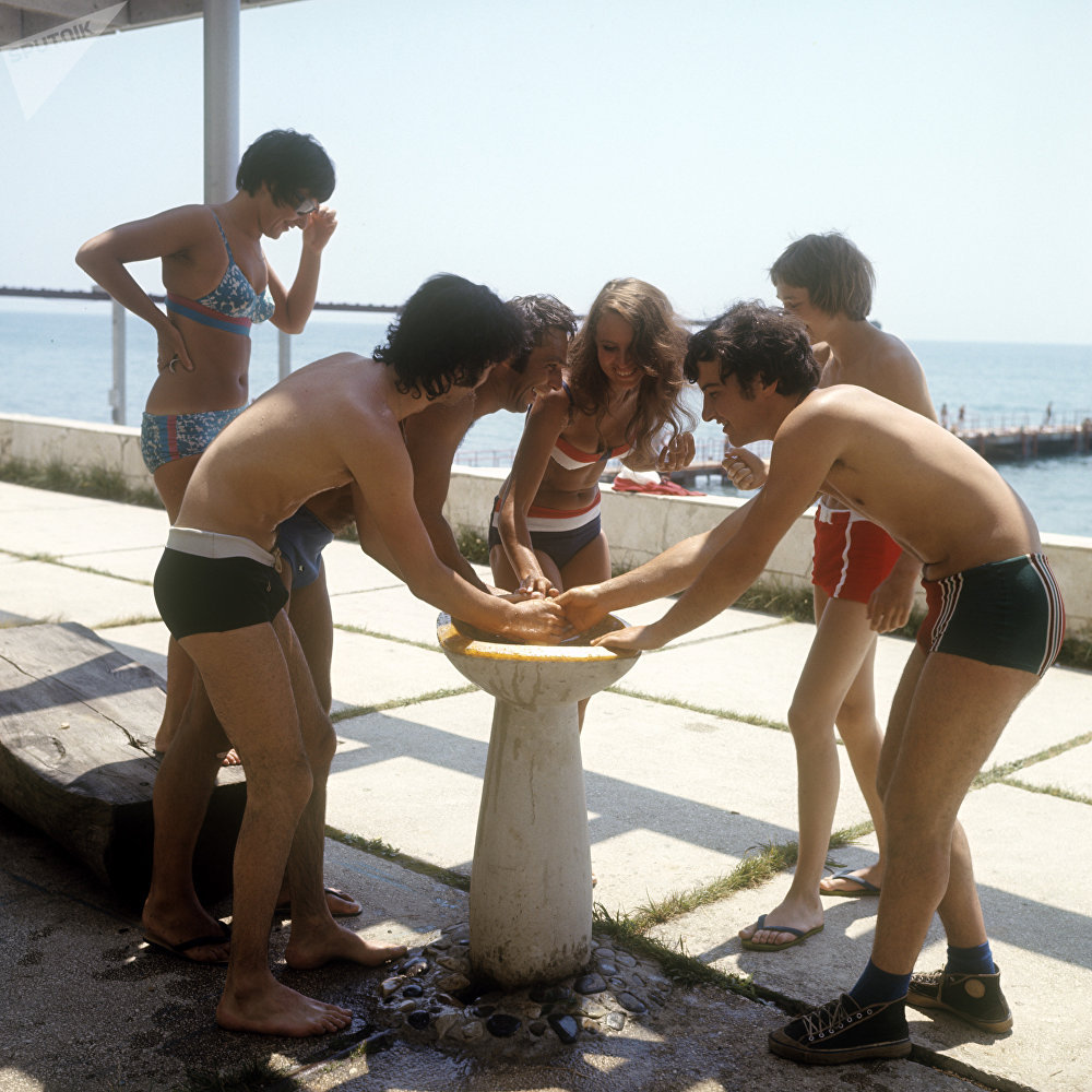 """""""卫星""""国际青年夏令营,1973年。"""