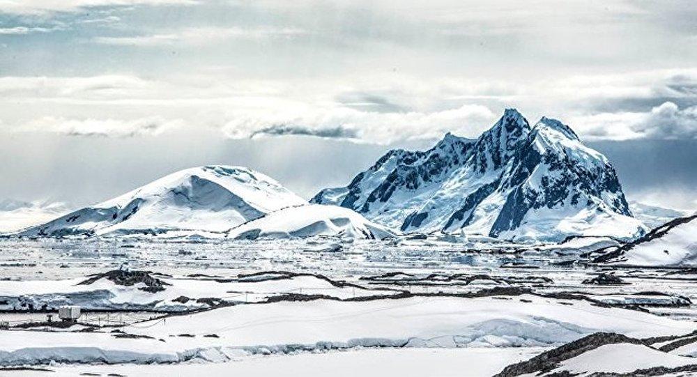 WWF:南极海底变暖巨型冰山崩塌入海