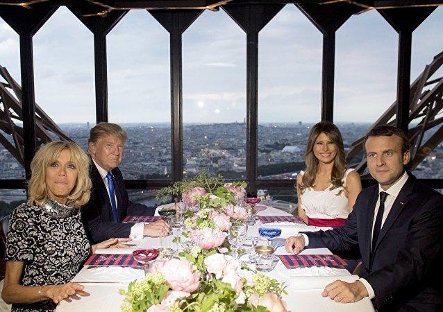 特朗普与马克龙在埃菲尔铁塔上餐厅享用比目鱼、牛肉和鹅肝