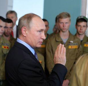 普京表示自己最愿意与劳动民众交流