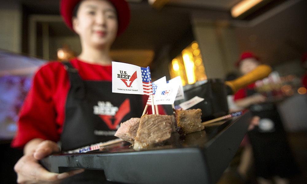 中美兩國領導人會晤後,美國牛肉出現在了中國超市,而中國雞肉也出現在了美國市場。