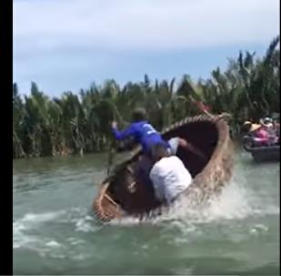 新型水上游乐设施:旋转船