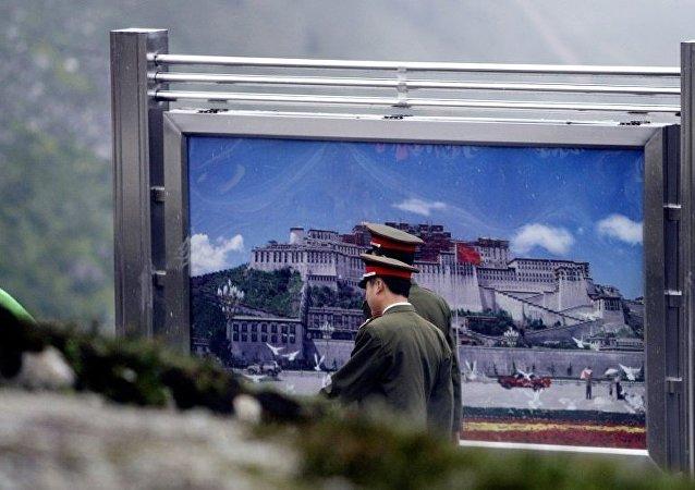 中国西藏军区某旅组织全要素实兵实弹演练