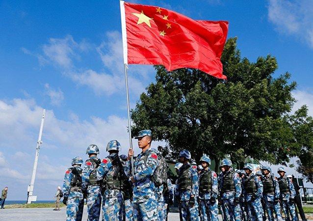 """中国海军陆战队在""""海上登陆""""竞赛中获胜"""