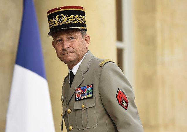 法国陆军参谋长皮埃尔·德·维利尔斯((Pierre de Villiers)