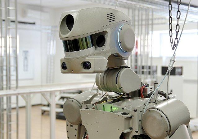 俄罗斯人形机器人费多尔成全球首个学会劈叉的机器人