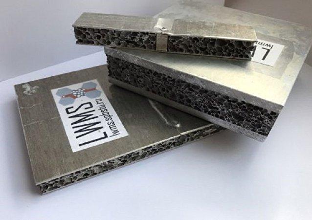 俄罗斯科学家发明漂浮金属
