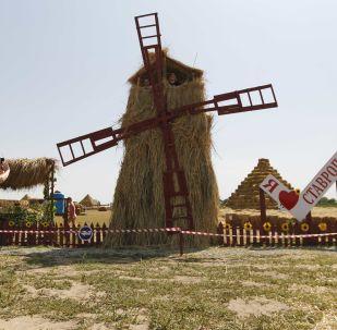 在斯塔夫羅波爾邊疆區的秸稈遊樂園