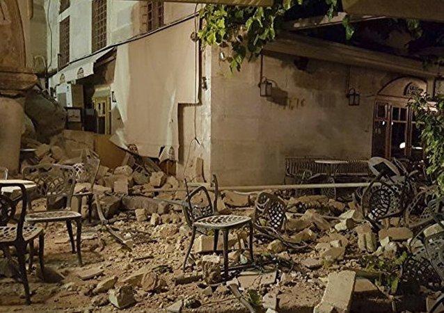 希腊科斯岛地震造成古清真寺尖塔受损