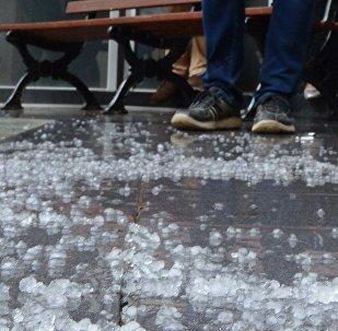 莫斯科市中心遭暴雨夹带冰雹袭击