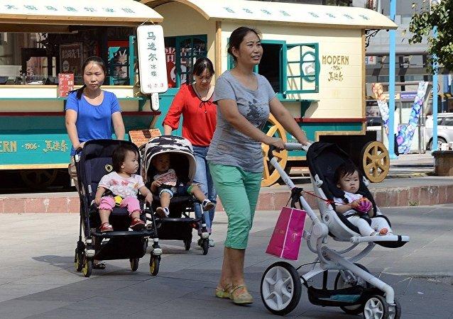 中国增加产假天数 试图解决出生率下降问题