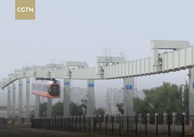 中国最快的悬挂式列车开始在青岛试运行