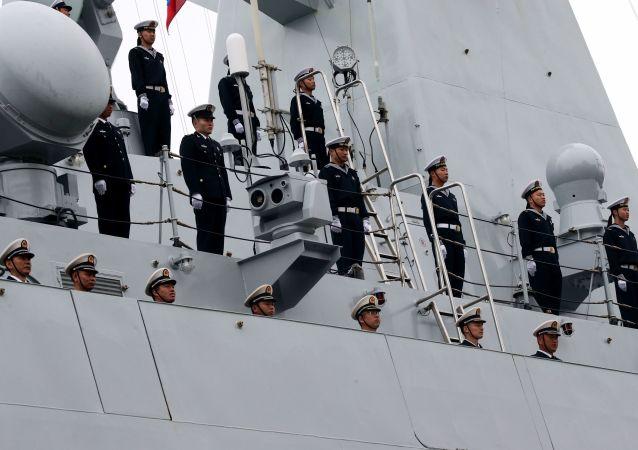 中国海军舰艇编队驶抵俄符拉迪沃斯托克并鸣礼炮致意