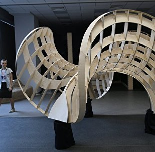 照片:用膠合板設計造型,以建造更為複雜的石拱。