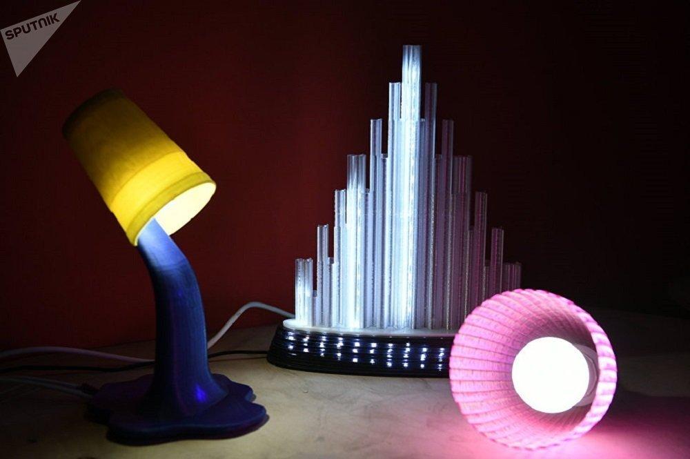 可用3D轻松打印出未来房屋的内饰。设计师在制造装饰品、比如地灯、夜间灯、墙灯、落地灯和吊灯时可使用3D技术打印。