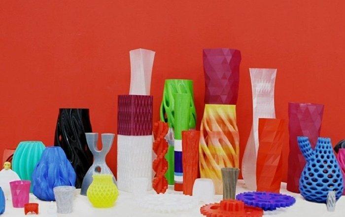 照片:3D打印的各種造型的花瓶