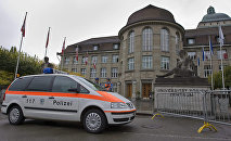 Police near the main building of the University of Zurich