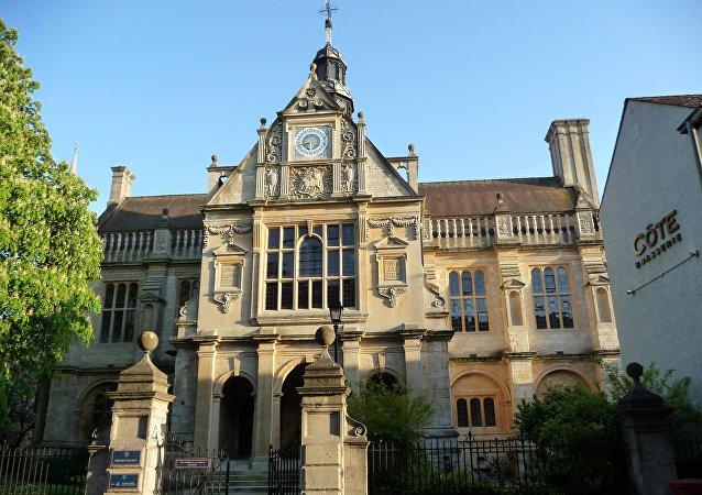 英国剑桥和牛津大学向离岸基金投资数千万英镑