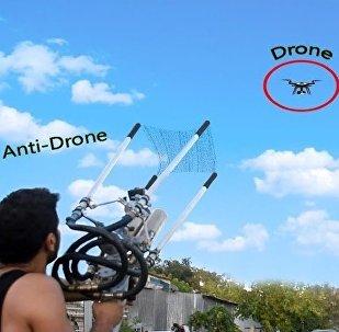 视频博主自制无人机捕获器