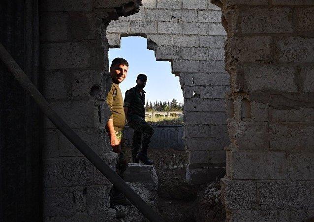 叙东古塔的国家机构开始恢复运行